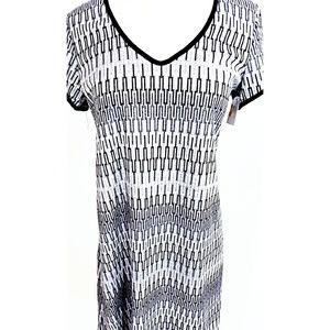 Tiana B. Short Sleeve V-Neck Dress size M